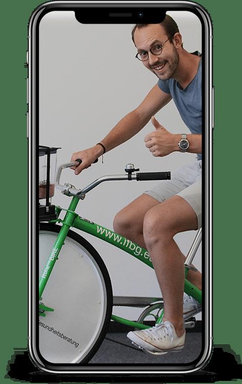 Jakob Rittmeyer auf dem Smoothie-Bike des IFBG
